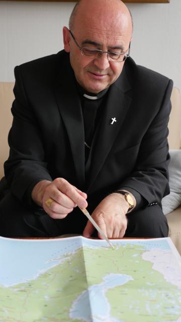 Bischof Berislav und seine weitläufige Diözese Tromsö.